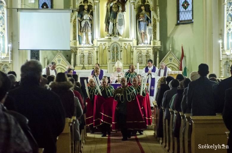 Megnyitották Szépvízen a Szent László-emlékévet