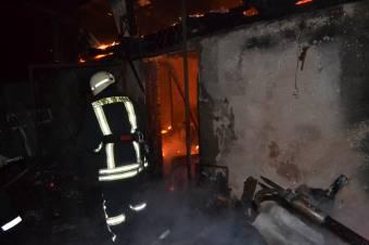 Lakóház lángolt a Sutában