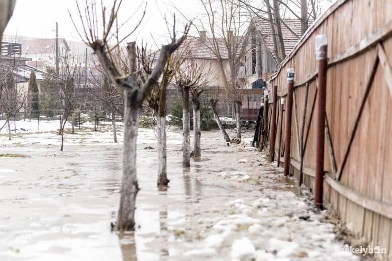 Narancs után vörös jelzésű árvízriasztást adtak ki Hargita, Kovászna és Brassó megyékre