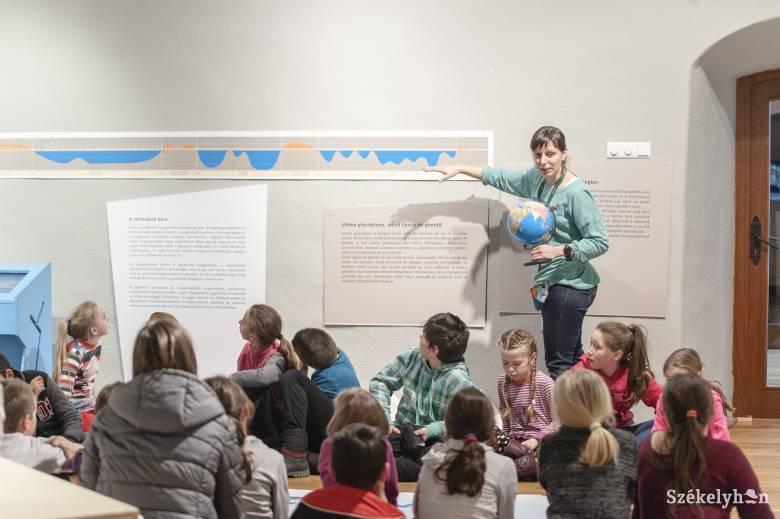 A Jégkorszakkal ismerkednek a csíki gyerekek