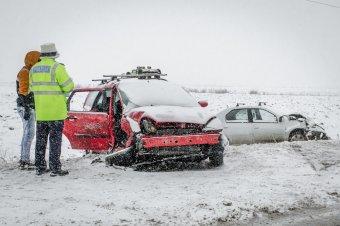 Súlyos balesetet követelt a téli időjárás Alcsíkon