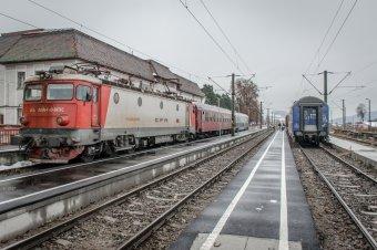 Drágább jegyek és több vonat a pápalátogatásra