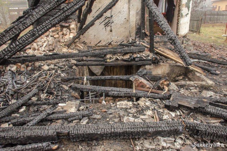 Tűzifa, gabona, széna veszett oda a csíkszentimrei tűzben