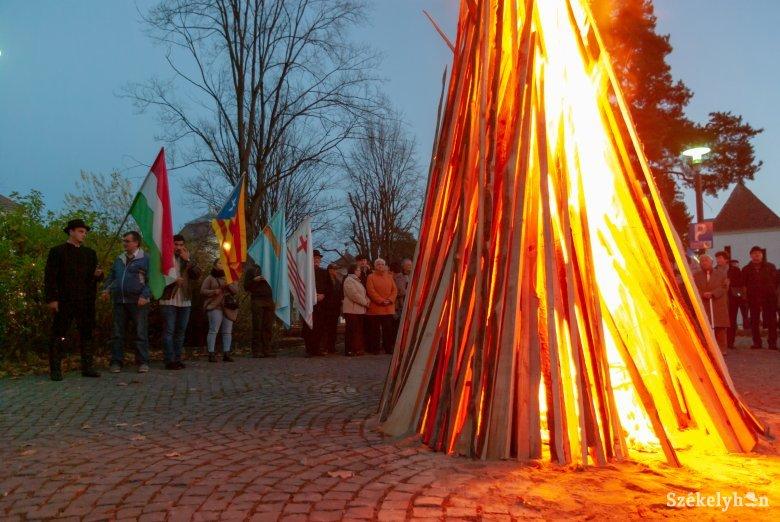 Az autonómiatörekvések fontosságát hangsúlyozták az őrtűzgyújtással Csíkszeredában