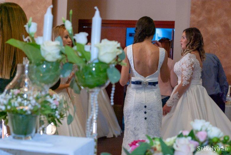 4fa8f99af1 Trendkövető esküvői kiállítók a Fenyő hotelben