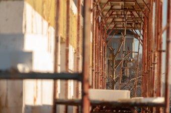 Az építőipari cégek érdeklődésének hiányával szembesül a hőszigetelési program Csíkszeredában