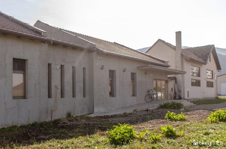 Egyedülálló védett otthont építtetett időseknek a Caritas Csíksomlyón