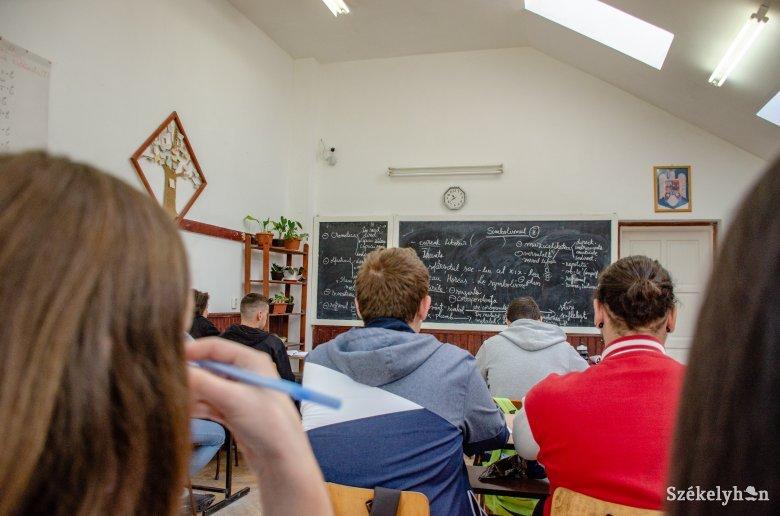 Új tanterv szerint tanulják a román nyelvet kilencedik osztályban is a magyar diákok