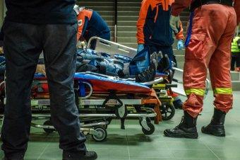 Kisbusz ütközött személyautóval – nyolc gyerek és három felnőtt került kórházba