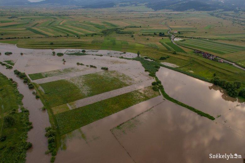 Zajlik még az áradások utáni kárfelmérés
