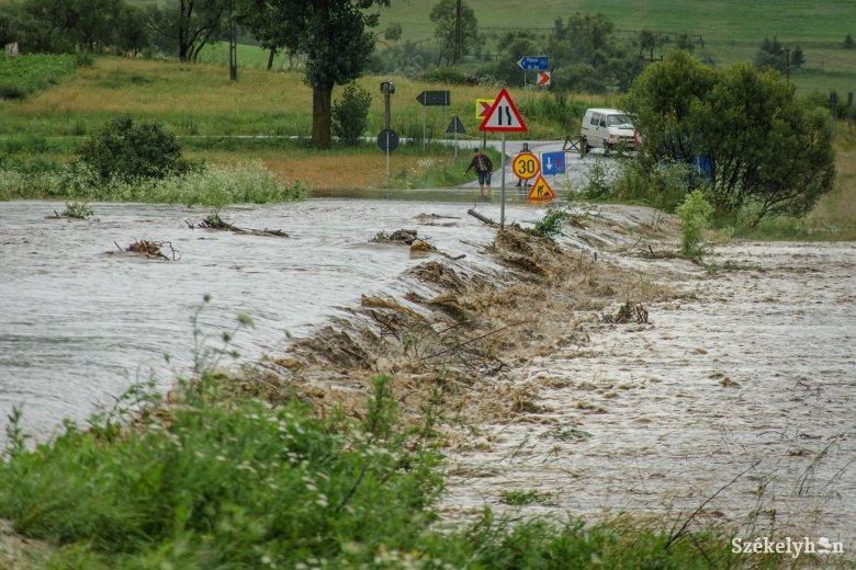 Első- és másodfokú árvízriasztást adtak ki több folyóra is