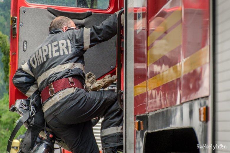 Háztetők gyulladtak ki, gázpalack robbant Maros megyében