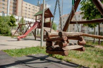 Emberölési kísérlet vádjával állítják bíróság elé a játszótéren gyereket bántalmazó férfit