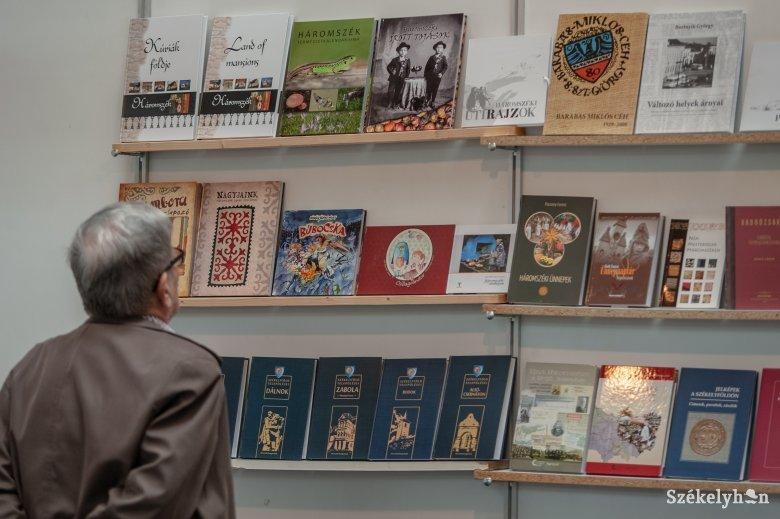 Mini könyvvásárt tartanak a marosvásárhelyi Bernády Házban