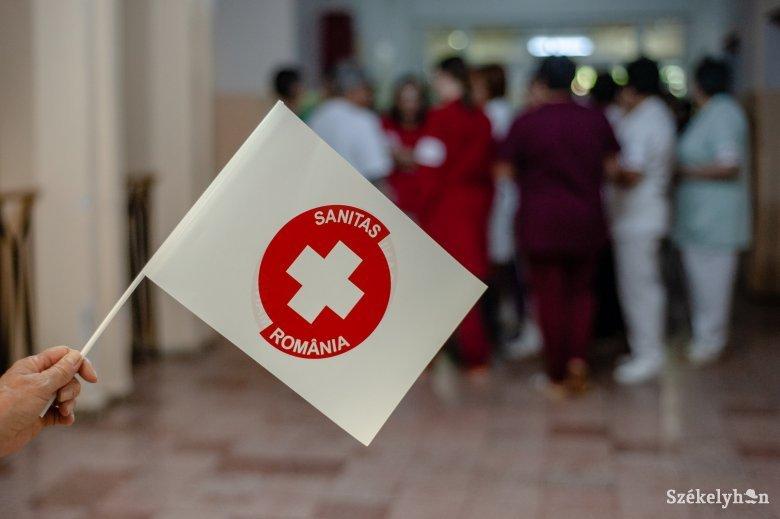 A bérek befagyasztását ellenezve sztrájkőrséget tart az egészségügyben dolgozók szakszervezete