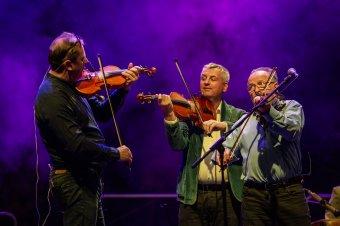 Harminc év boldogság: Erdélyben ünnepel a Csík Zenekar
