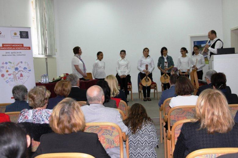 Szakmai tudást és lelki feltöltődést nyújt a gyermekvédelmi konferencia