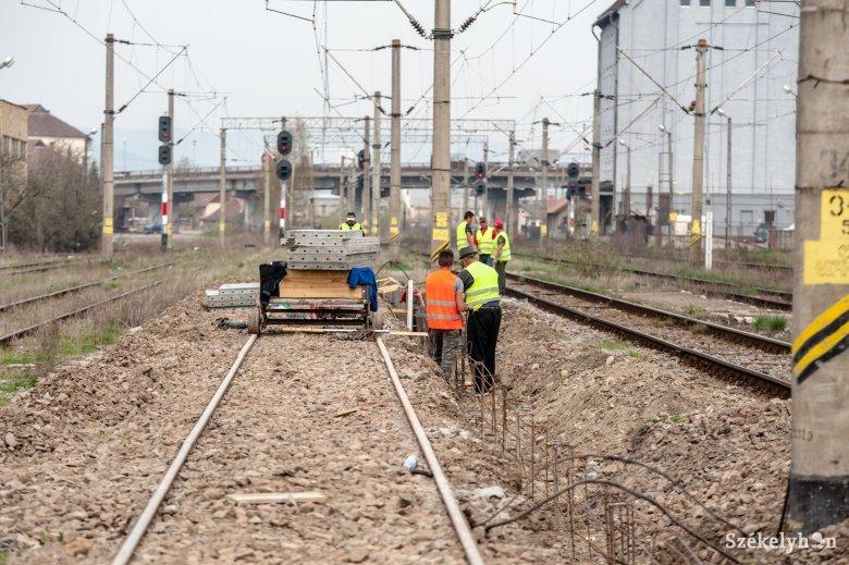 A biztonsági előírások miatt csak az első peron szintje lesz magasabb a csíkszeredai vasútállomáson