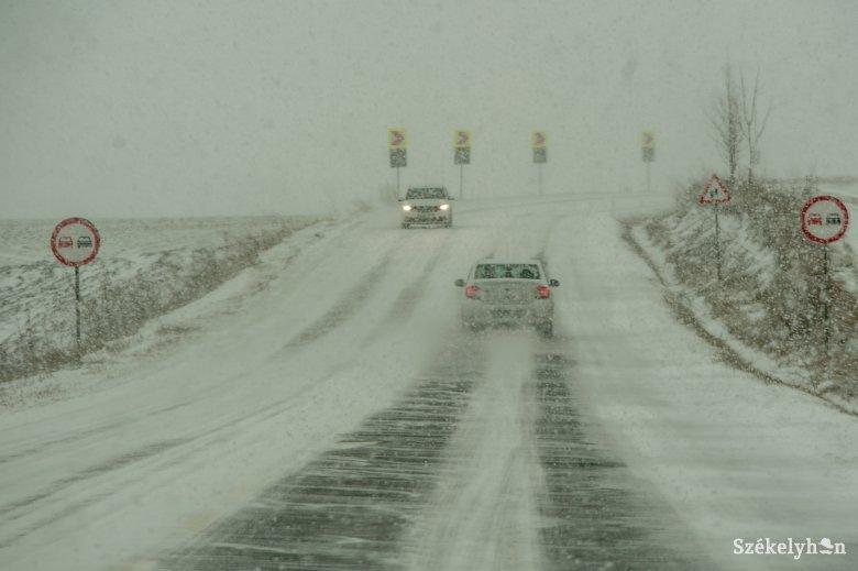 Sűrűn havaz Kovászna megye észak-keleti határán