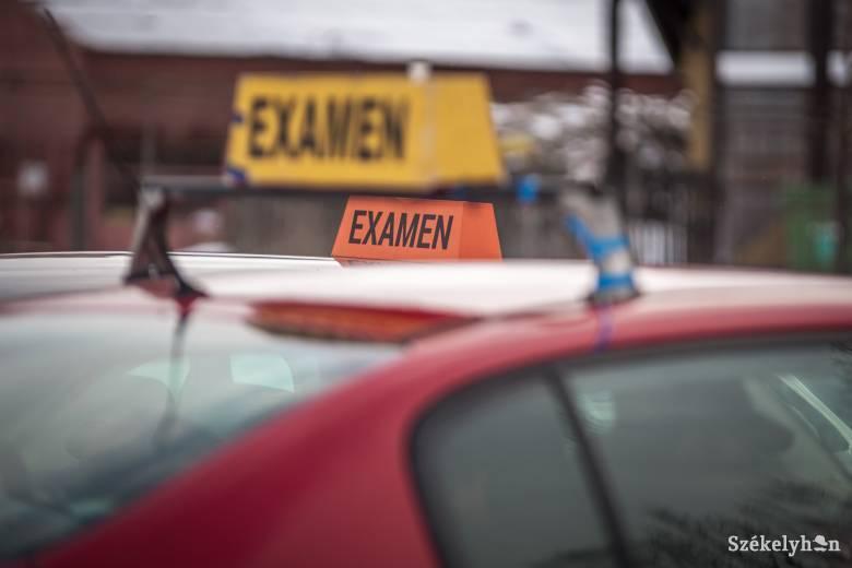 Hónapokat kell várni a gyakorlati vizsgára – kevés a vizsgáztató, sok a jelentkező