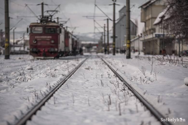 Nyolc vasúti járatot töröltek a havazás miatt