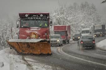 Az országutakon nem, a megyei utakon viszont gondok voltak a hóeltakarítással