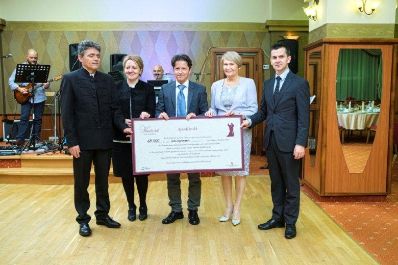Rekordbevétel a jótékonysági Katalin-bálon