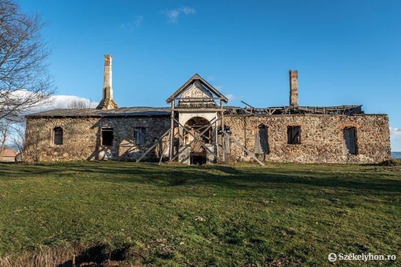 Elhúzódott az előkészítés, jövőre marad a Henter-kúria újjáépítése