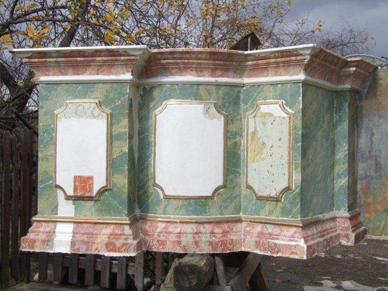 Visszakapja eredeti színeit a Szent Kereszt-templom főoltára