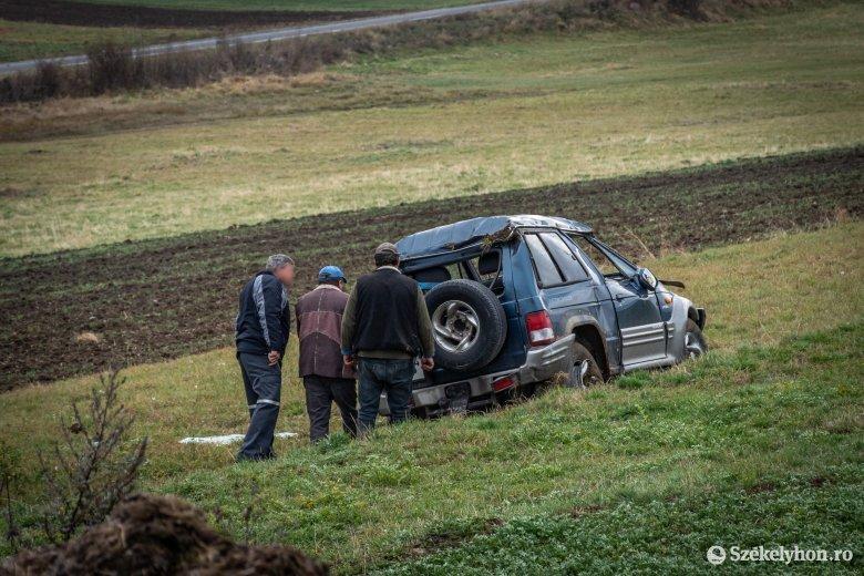 Egy autó felborult, kettő összeütközött