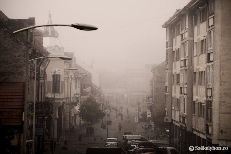 Az ország egy részében ki sem látnak a köd alól