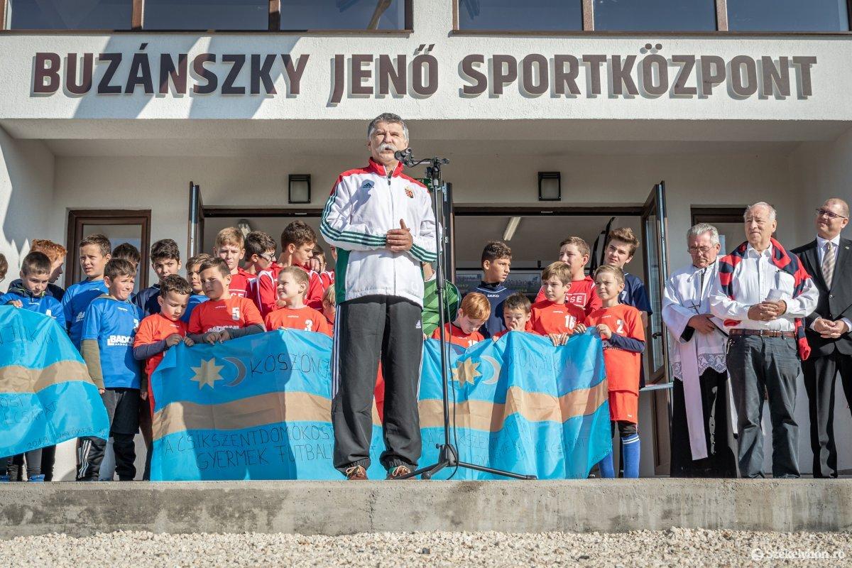 https://media.szekelyhon.ro/pictures/csik/aktualis/2019/03_oktober/o_buzanszkyjeno-sportkozpont-pnt-10.jpg