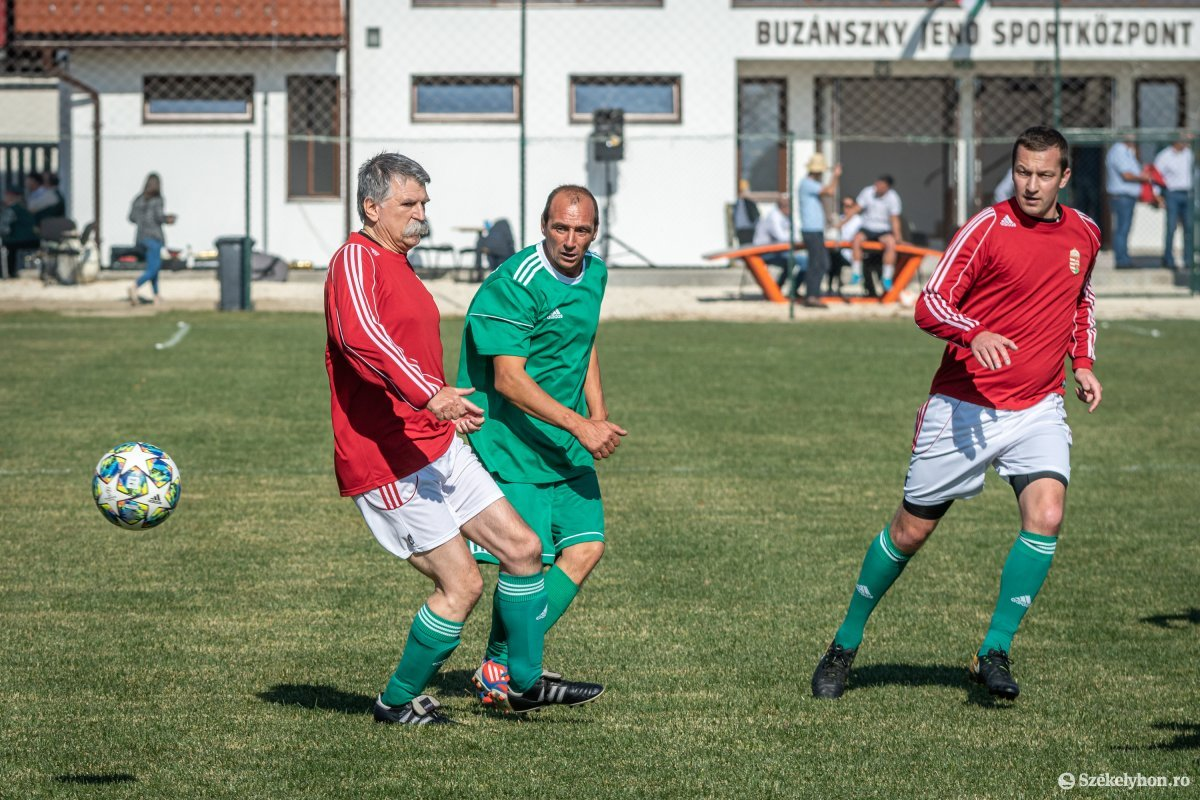 https://media.szekelyhon.ro/pictures/csik/aktualis/2019/03_oktober/o_buzanszkyjeno-sportkozpont-pnt-24.jpg