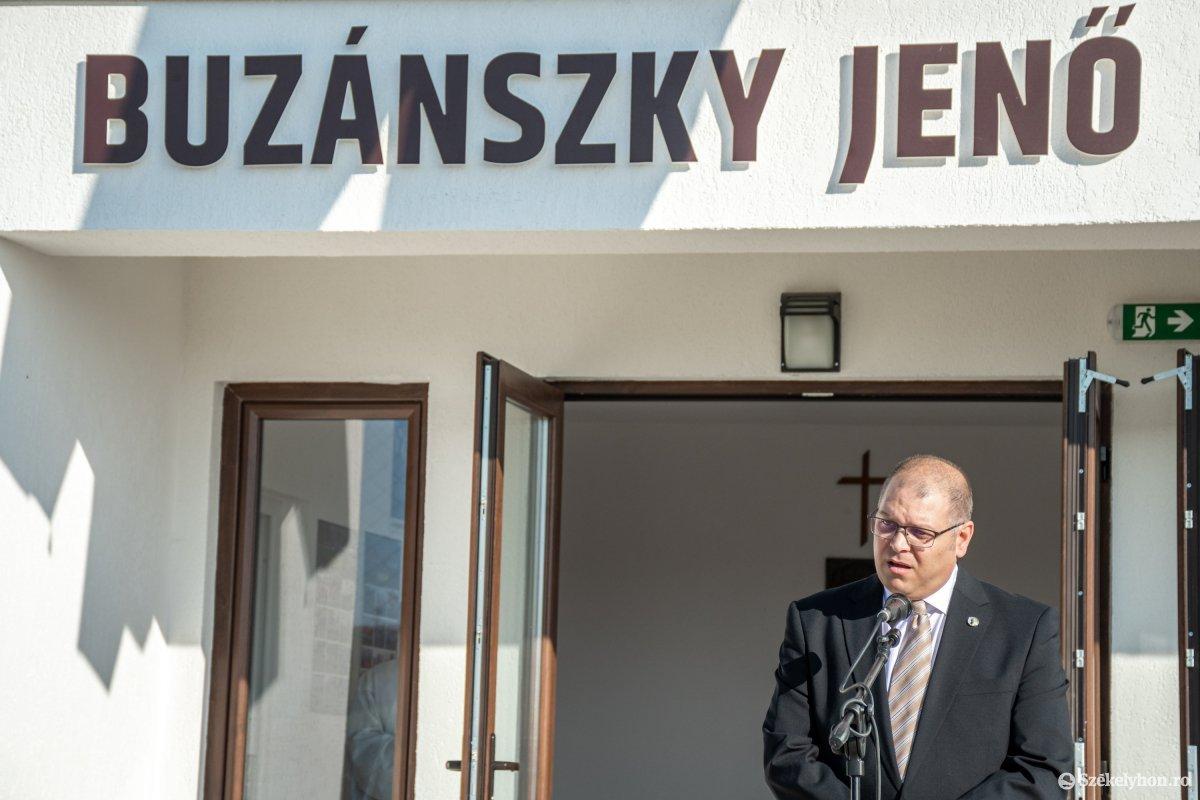 https://media.szekelyhon.ro/pictures/csik/aktualis/2019/03_oktober/o_buzanszkyjeno-sportkozpont-pnt-3.jpg