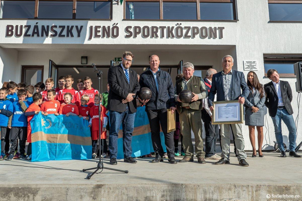 https://media.szekelyhon.ro/pictures/csik/aktualis/2019/03_oktober/o_buzanszkyjeno-sportkozpont-pnt-8.jpg