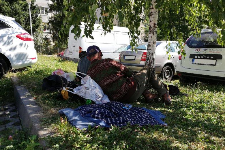 Továbbállt a lakókat zavaró két hajléktalan