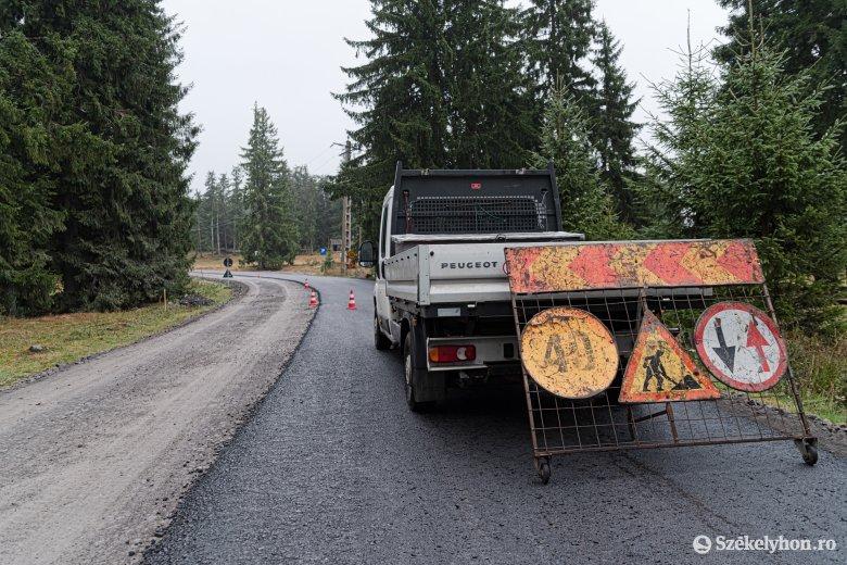Alakul: idén három kilométeren lesz új burkolat a Hargitafürdőre vezető úton