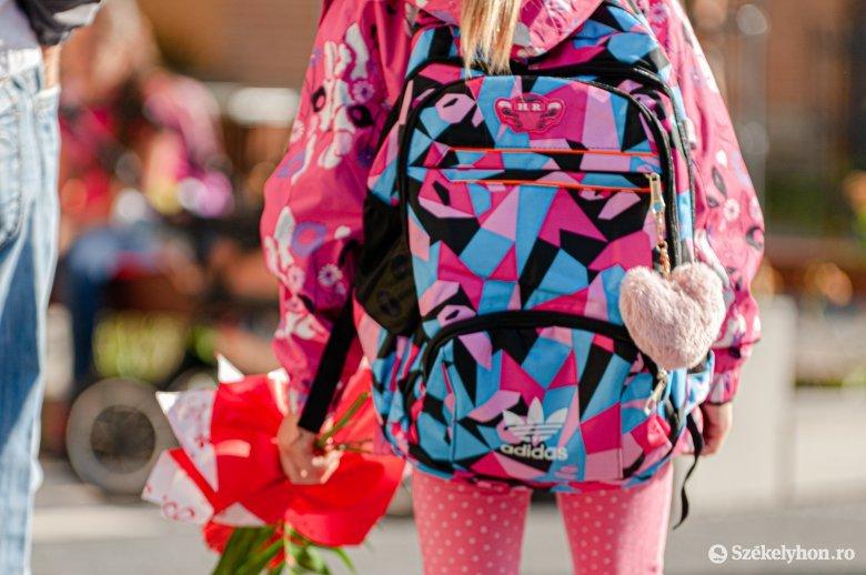 Iohannis arra kéri a szülőket, hogy engedjék iskolába a gyerekeket