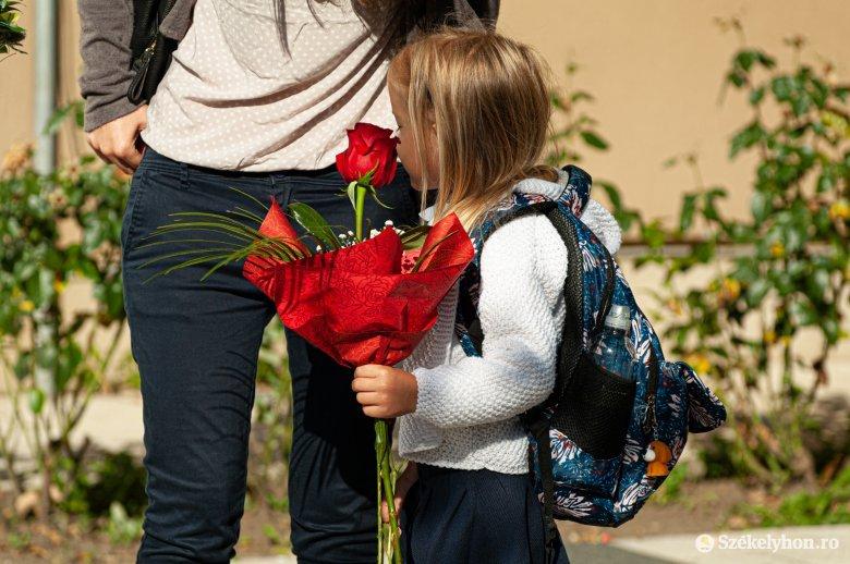 Szabad-e virágot vinni a tanévnyitóra?