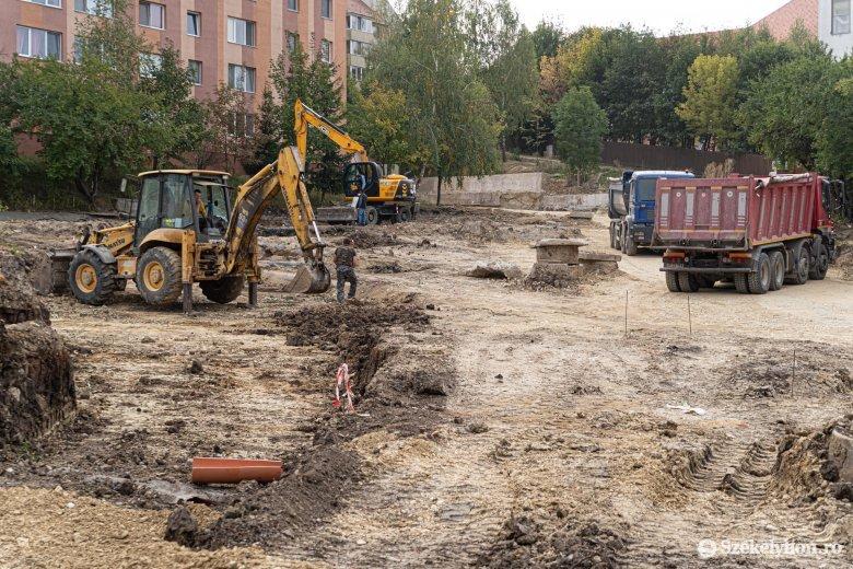 Kifogásolják az építőtelepi viszonyokat a felújítás alatt lévő lakóövezetben