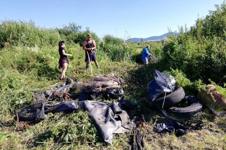 Törvénytelen hulladéklerakás helyszínévé vált a csíktaplocai terület