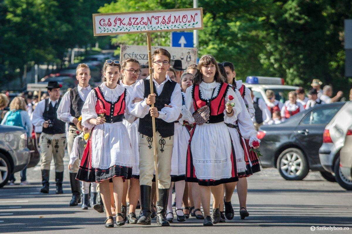 https://media.szekelyhon.ro/pictures/csik/aktualis/2019/06_julius/o_ezerszekely-megnyito-pnt-4.jpg