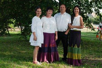Naponta megélni a népi kultúrát: az Ádám család