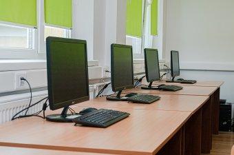 Levágná a kormány a számítógépen dolgozó közalkalmazottaknak nyújtott pótlékot