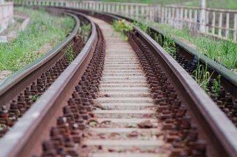 Idős férfit ütött el a vonat