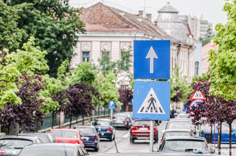 Folyamatosan nő az egyirányú utcák száma a székelyföldi városokban, de ez nem mindenkinek tetszik