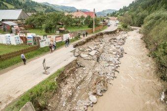 Sürgősségi beavatkozási szerződést kötöttek az árvíz rongálta utak járhatóvá tételéért