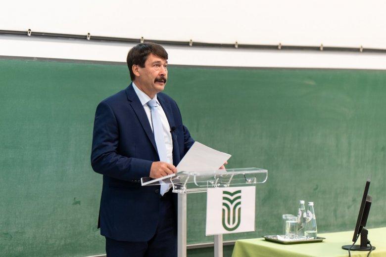 A vízválságról és a klímaváltozásról tartott előadást Áder János Csíkszeredában
