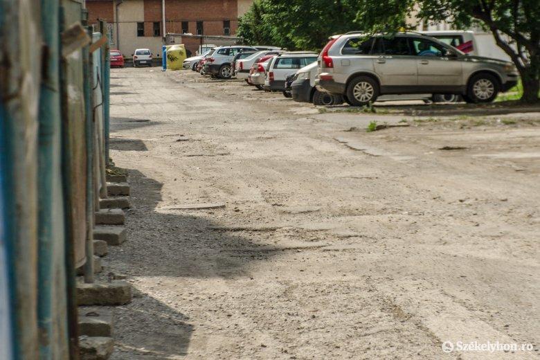 Utcák, ahol felújításra várva most nem aszfaltoznak