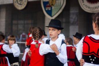 Közel 1500 gyermek ropta a táncot a 32. Csűrdöngölőn